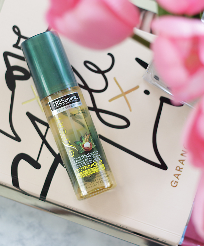 Is your hair looking dull, dry and tired this summer? Then you need to keep reading and see why Jamie is loving the new TRESemmé® Botanique Collection to bring her hair back to life. TRESemmé® Botanique Haircare is rocking the shelves this summer and giving your hair life instantly. - TRESemme - TRESemmé® Botanique- The Hair Care Edit- Makeup Life and Love
