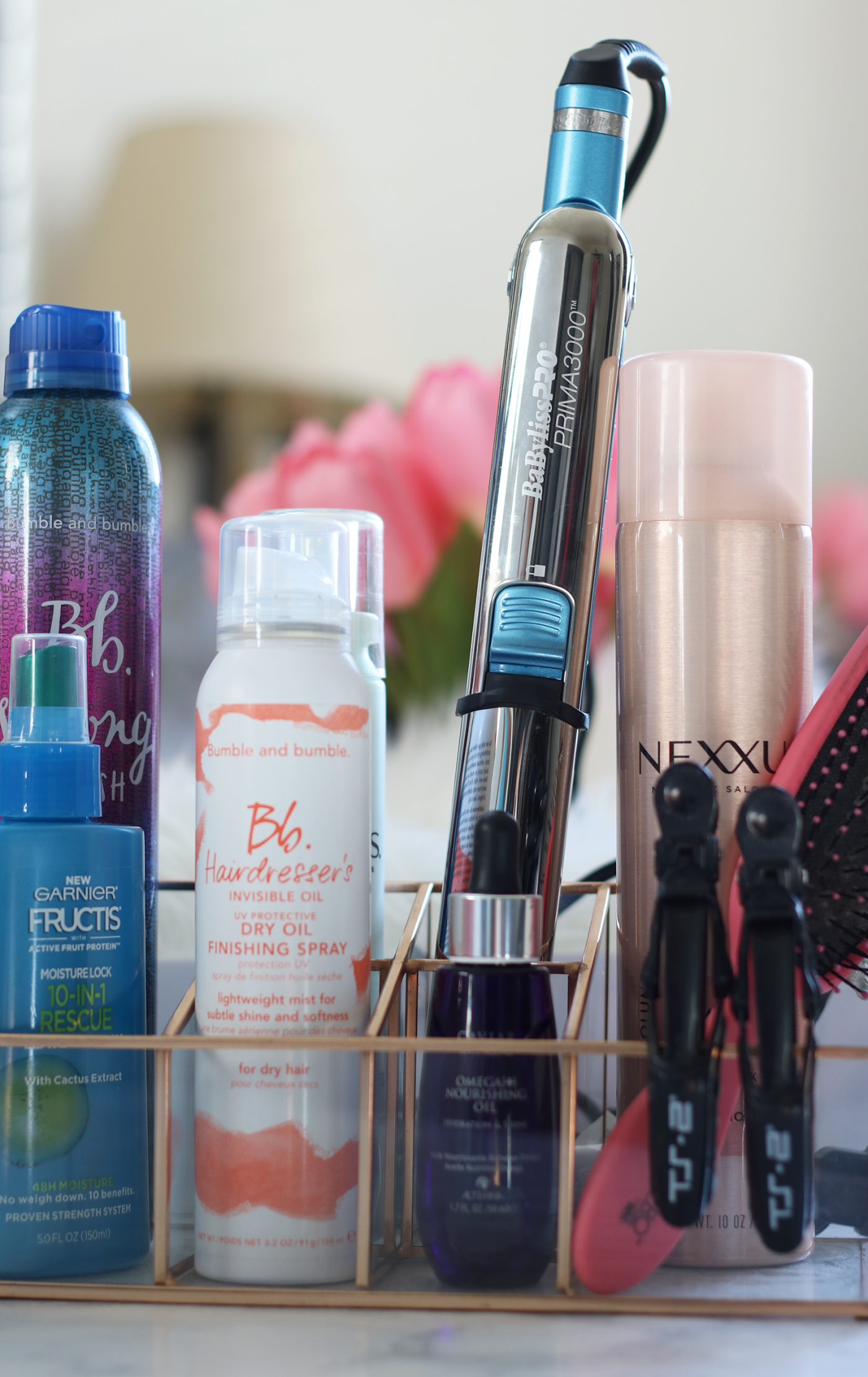 When it comes to flat irons I feel as though I am almost an expert in being a consumer. Always on the hunt for the latest and greatest frizz controlling hair tool to straighten my frizzy hair- I think I finally met my perfect match thanks to Loxa Beauty- Frizz Fighting- Frizz Control- Frizz Fighting Hair Tool