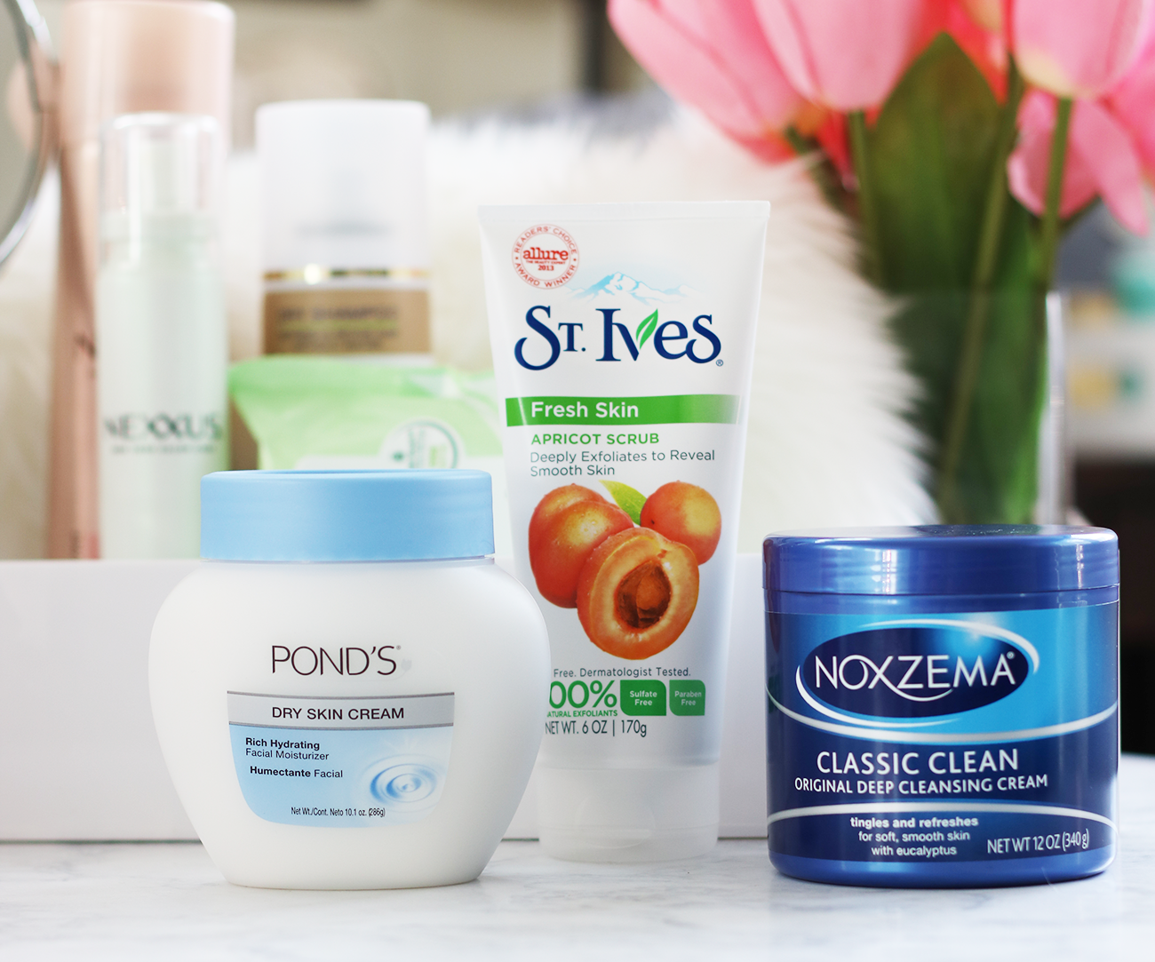 As I grow one year older, I always try to make the New Year's resolution to make sure I take better care of my skin. Today I am sharing my top favorite winter skincare rules to help you achieve your skin looking fabulous + glowing all winter long.