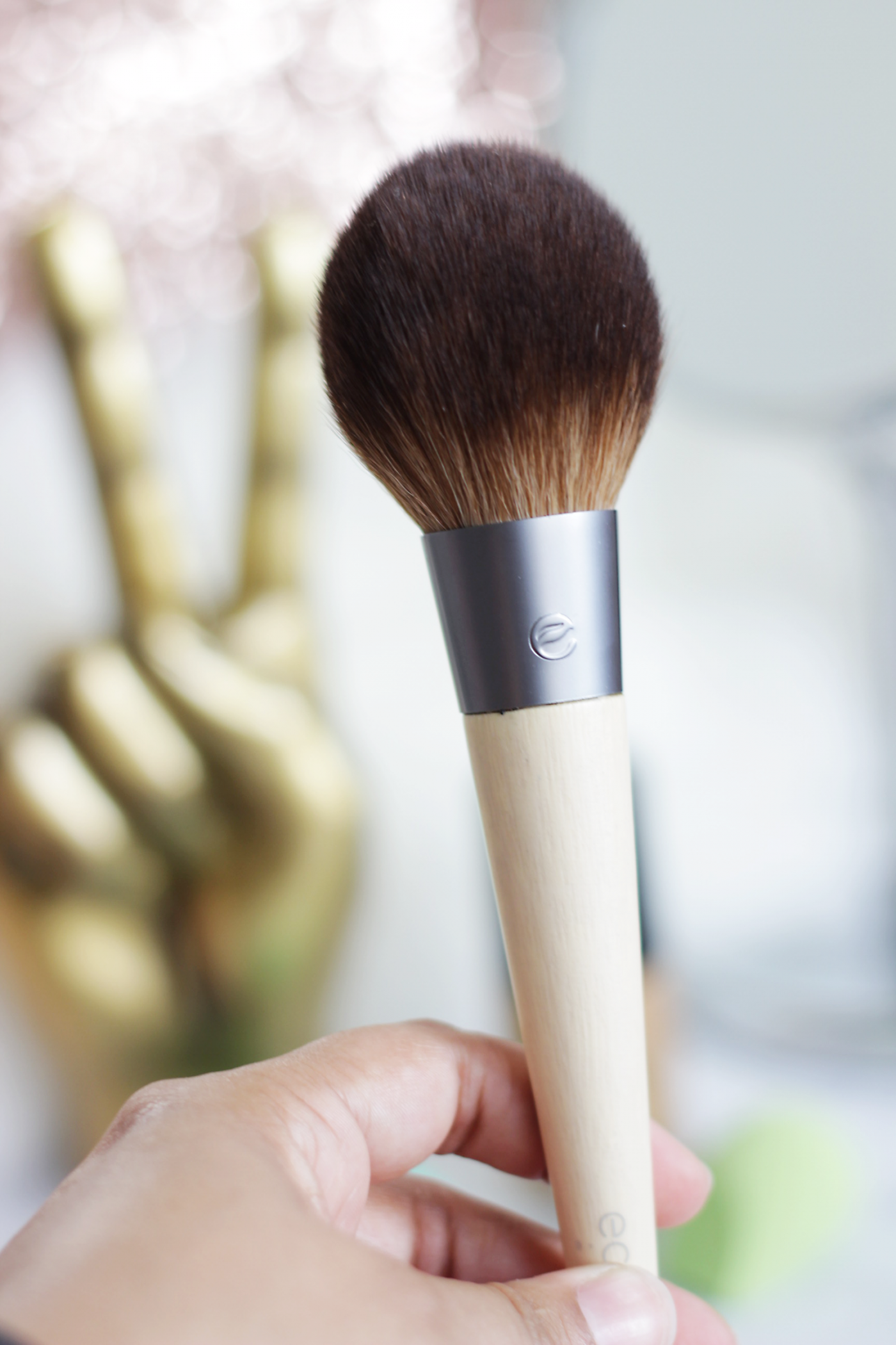 We all love makeup right? But when it comes to brushes we are at times a bit clueless about what brush to use with what? We have you covered, today we are chatting Essential Makeup Brushes and the hows and whys to use them.