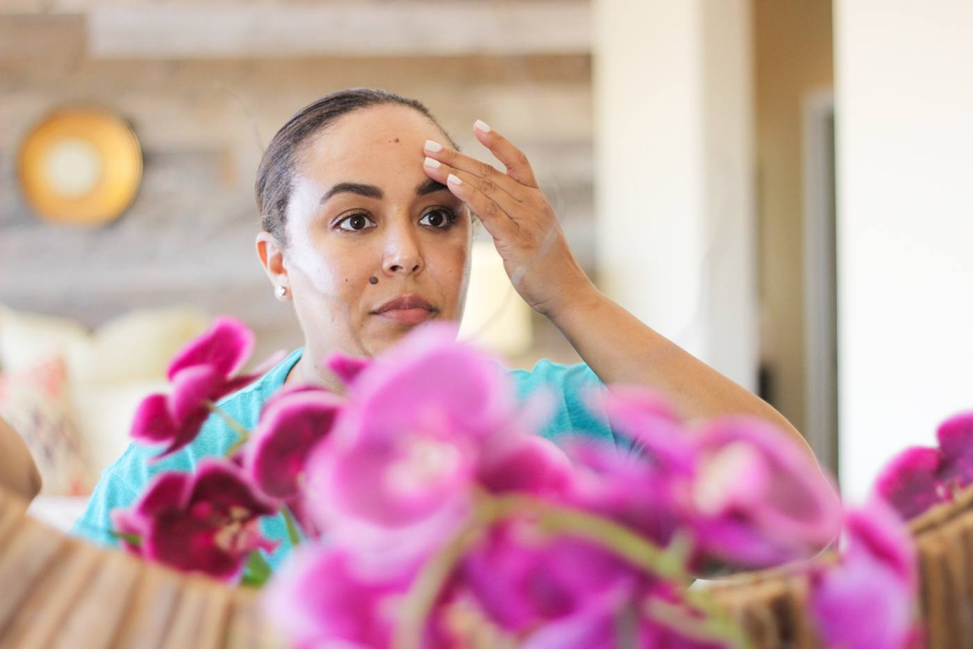 Tired of seeing fine lines and wrinkles across your forehead? Read now, how to get rid of those pesky forehead wrinkles without any needles.