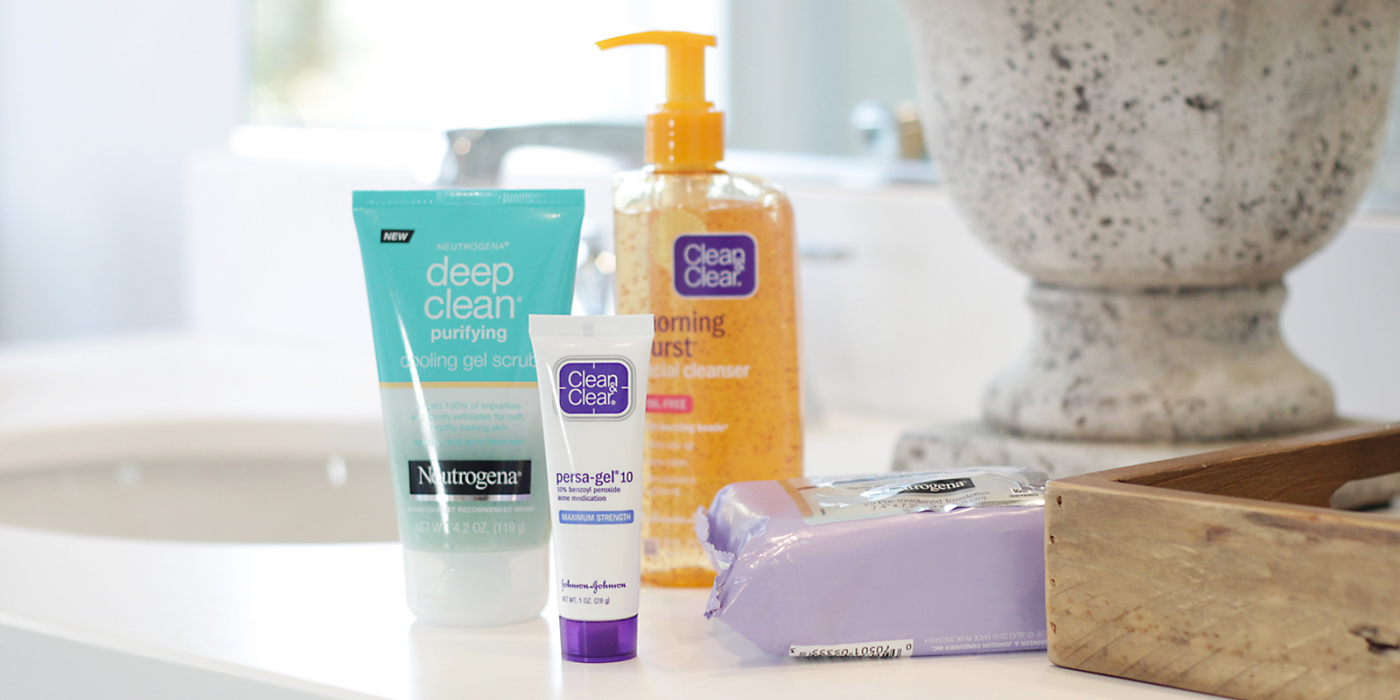 Breakouts SUCK! Time to say goodbye to pesky breakouts and hello to glowing skin. Makeup Life and Love is sharing an EASY 3 Step Nighttime Acne Routine that is perfect for all ages.
