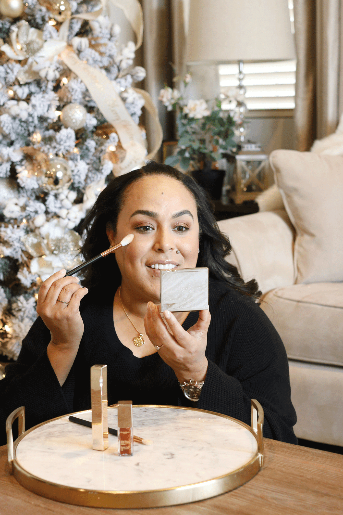 Looking for an easy holiday beauty look? Los Angeles Blogger Makeup Life and Love is sharing her easy holiday beauty look in 3 easy steps thanks to Clarins Shimmer and Shine collection! See them here!