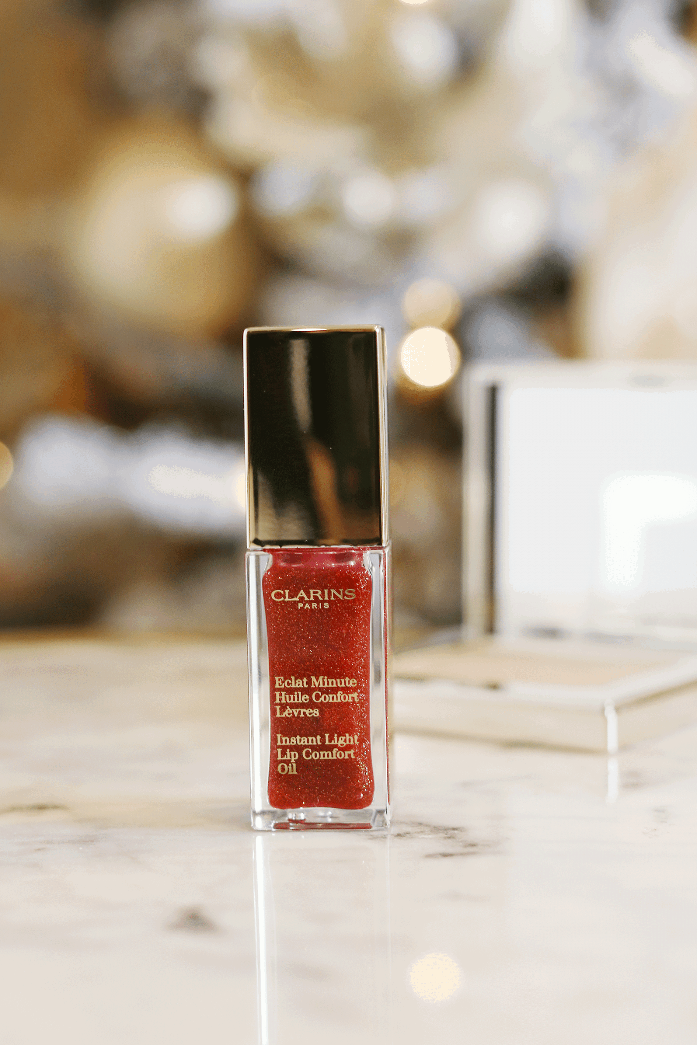 Bookmark this post ASAP if you are looking for an easy holiday beauty look. Los Angeles Blogger Makeup Life and Love is sharing her easy holiday beauty look in 3 easy steps thanks to Clarins Shimmer and Shine collection! See them here!