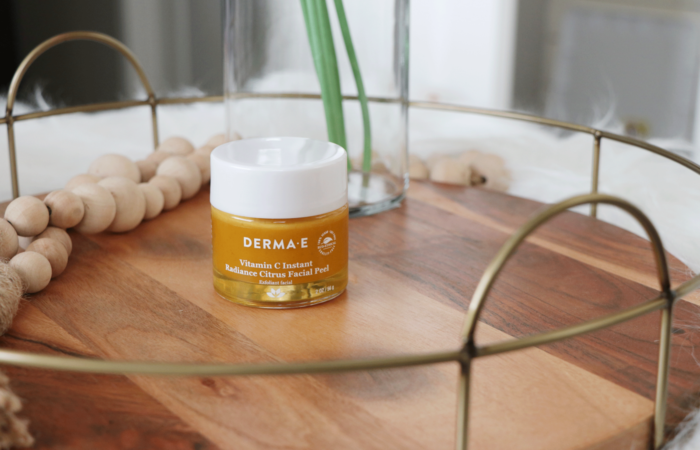 Curious about a Vitamin C Peel? Los Angeles skincare influencer Makeup Life and Love is sharing why the DERMA E Instant Radiance Vitamin C Peel is one everyone should try in their regimen ASAP!