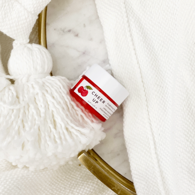Looking for the perfect new eye cream? Los Angeles Skincare Blogger Jamie Lewis is sharing why Farmacy Cheer Up Brightening Eye Cream will be your favorite new eye cream HERE!