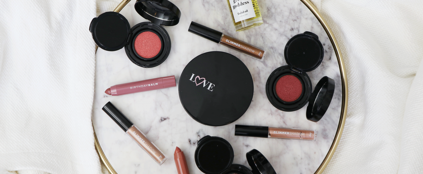 Let's be honest - working from home is in full effect. Looking for the perfect working from home beauty look without feeling overdone or underdone for those zoom call? Los Angeles blogger Jamie Lewis is sharing her top tips HERE!