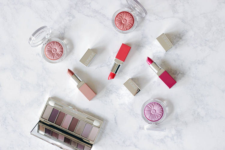 Time to jump your beauty regimen into high gear with a bit of help from Clinique. Time to get Colour Popping with Clinique and their new Pop Lip Color Lipsticks.