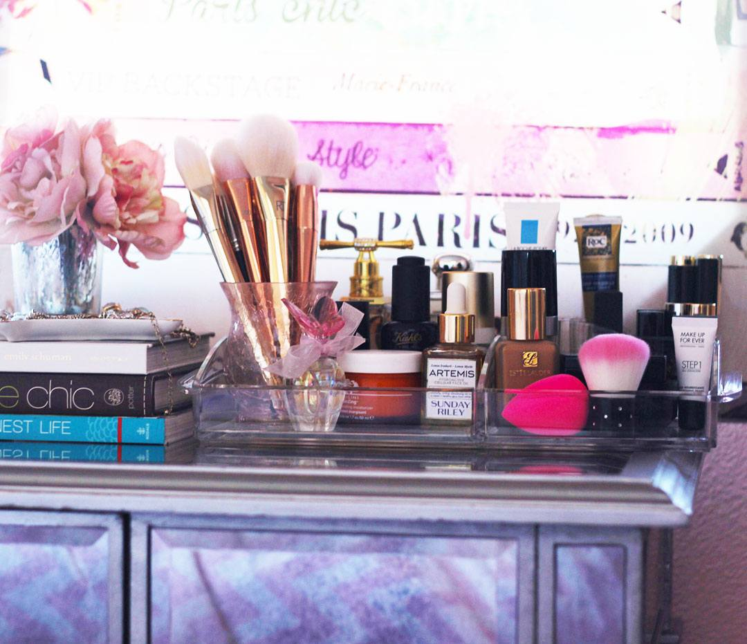 Stuck on how to organize your makeup collection, yet stay chic and stylish? Take a trip down memory lane as a oldie but goodie favorite comes to the rescue. Time to cue the caboodles- Makeup Life and Love- #ad - #CueTheCaboodles - #pmedia
