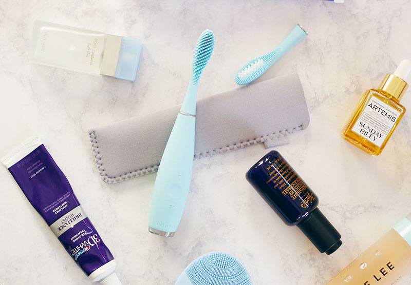 FOREO ISSA Hybrid - It is time for a whole new kind of teeth cleansing, thankfully FOREO has launched the FOREO ISSA Hybrid and let me tell you it is AMAZINGNESS! The FOREO ISSA Hybrid will seriously rock your world! Find out why HERE >> https://makeuplifelove.com- FOREO ISSA Hybrid