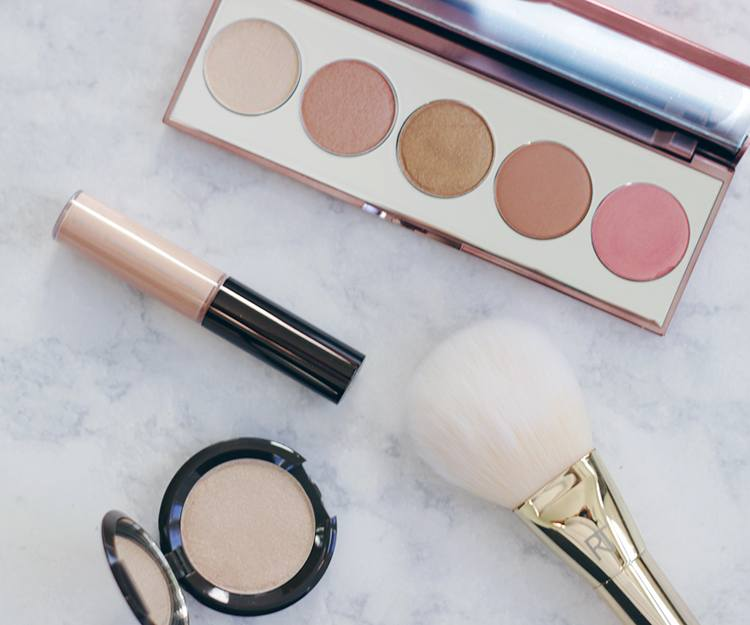 Get a jump start on the weekend with a awesome BECCA giveaway! Enter now to win a GREAT BECCA prize! Makeup Life and Love