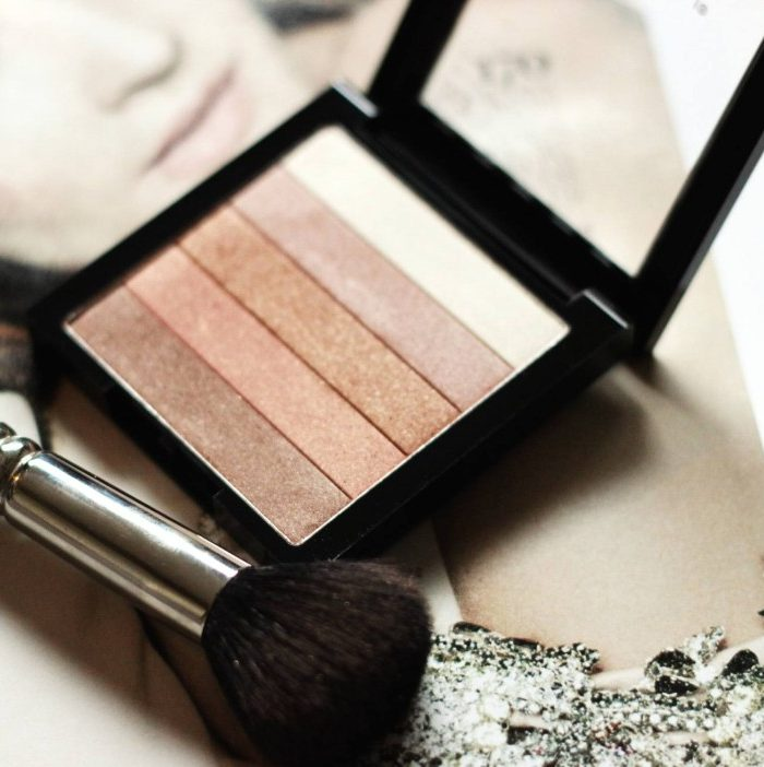 Have champagne beauty taste on a drugstore budget? Then you have come to the right place, keep reading as Jamie shares her favorite new Budget Beauty buy that rivals a highness highlighting palette. - Revlon Highlighting Palette