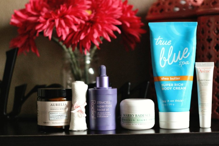 The weather is venturing south which means it is time to change up our skin care, keep reading as Jamie shares her favorite Cold Weather Beauty Essentials. - Makeup Life and Love- Cold Weather Beauty