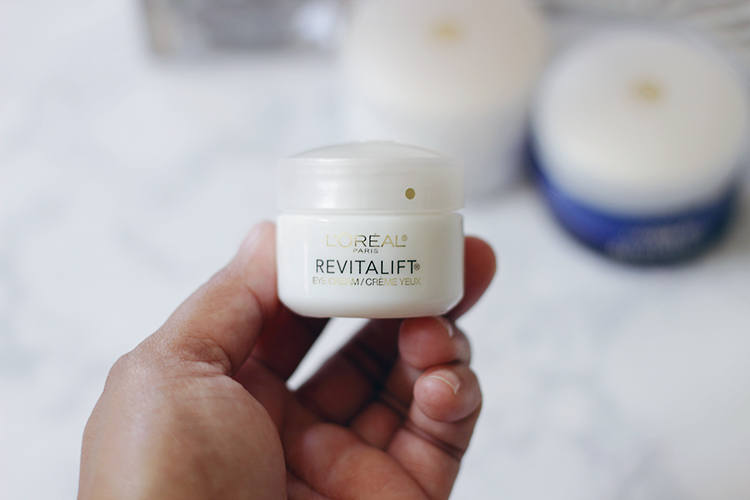 Looking for a budget worthy skincare line to get rid of wrinkles and hydrate skin quick? Then you need to head over and see why Jamie is loving the L'Oreal Revitalift Anti-Wrinkle Skincare Line- Makeup Life and Love - #AskSkinExpert